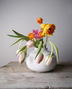 Wide edged #vase #white - Fenna Oosterhoff - BijzonderMOOI* #Dutchdesign #porcelain
