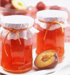 Tous les parfums de l'automne concentrés dans cette recette de confiture aux pommes et aux prunes !