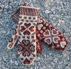 All You Need Is Love Mittens - Pattern Only