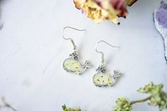 Real Pressed Flowers Earrings, Silver Whale Drops in Yellow #jewelry #handmade #handmadejewelry #flowers #flowerjewelry #etsy