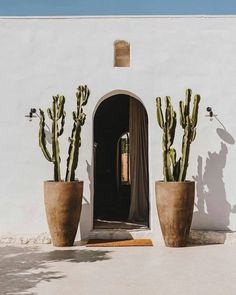 cacti, cactus, western house aesthetic, white house, house decor Weekender, Home Interior Design, Interior Architecture, Baroque, Minimal Living, Natural Interior, Mediterranean Decor, Layout, Visit Italy