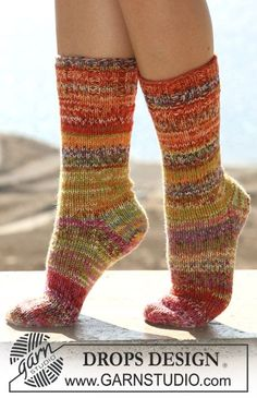 "DROPS socks in stockinette st with Rib hem in double thread ""Fabel"". Free pattern by DROPS Design. Knitting Patterns Free, Free Knitting, Free Pattern, Crochet Patterns, Drops Design, Magazine Drops, Drops Patterns, Crochet Diagram, Pattern Library"