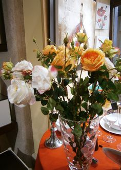 Vase et fleurs pour décorer votre intérieur. #table #décor #Bourgogne
