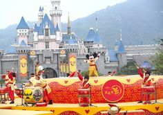 Disneyland, a franchise loved by the all, doesn't fail to amuse anyone. A theme park in the dreamy Paris could be one of the best life experiences.