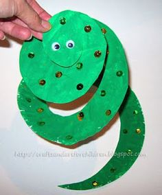 Tons of preschool paper plate arts & crafts projects!