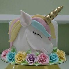 Unicorn cake with rainbow mane Unicorn Birthday Parties, Birthday Cupcakes, Unicorn Party, Unicorn Cakes, Fondant Cupcakes, Cupcake Cakes, Bolo Laura, Just Cakes, Cake Art