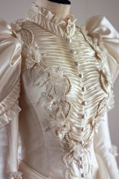 My Angelic Daydream Tea & milk — Late Century Wedding Dress<br> Vintage Gowns, Mode Vintage, Vintage Outfits, Dress Vintage, Vintage Lace, 1800s Fashion, Victorian Fashion, Vintage Fashion, 19 Century Fashion