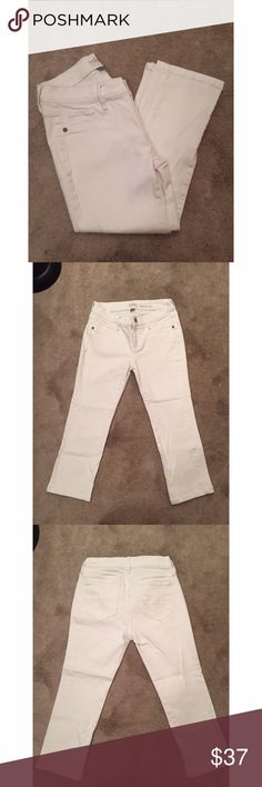 New York & Company leggings crop Jeans Size 0 New York & Company leggings crop white Jeans Size 0  Gently used and in good condition Leggings crop Soho New York & Company 94% Cotton 4% polyester 2% spandex New York & Company Jeans Ankle & Cropped