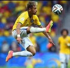 Copa do Mundo da FIFA Brasil 2014 - Neymar of Brazil controls the ball Neymar Jr, World Cup 2014, Fifa World Cup, Soccer News, Sports News, Fc Barcelona, Germany Football Team, Superstar, The Gambler