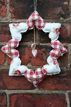 handmade heart wreath - make your own fabric hearts from scraps or use bought hearts and sew together to make this pretty wreath (hearts crafts) Valentine Wreath, Valentine Day Crafts, Valentine Decorations, Holiday Crafts, Christmas Decorations, Valentines, Valentine Ideas, Saint Valentine, Holiday Decor