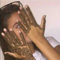 Modern Henna Designs, Beautiful Henna Designs, Mehndi Designs, Henna Nails, Henna Style, Wedding Henna, Headpiece Jewelry, Henna Tattoo Designs, Henna Patterns