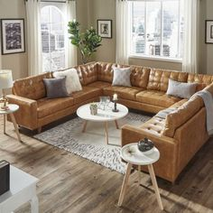 Inspiring Home Decor That Blends Tradition and Trends – Hazir Site U Shaped Couch, U Shaped Sectional, Leather Couch Sectional, Sectional Couches, Modern Sectional, Living Room Sets, Living Spaces, Adjustable Beds, Traditional House
