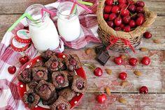 Quadrotti al cioccolato, ciliegie e mandorle