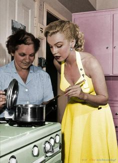 f04971d01f9aa Marilyn Monroe making dinner, the 1960s. Happy Thanksgiving, Thanksgiving  Stuffing, Turkey Stuffing