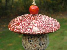 Gartendekoration - Keramik Meisenknödelhalter Futterhalter Vögel rot - ein Designerstück von gedemuck bei DaWanda