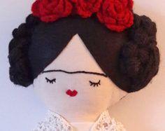 Frida Kahlo: Muñeca de tela hecho a mano por MandarinasDeTela