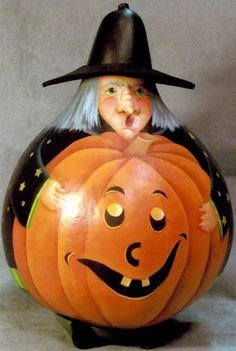 Wilma Witch Gourd Pattern More Mais Hand Painted Gourds, Decorative Gourds, Painted Pumpkins, Halloween Gourds, Halloween Projects, Fall Halloween, Halloween Ideas, Gourds Birdhouse, Birdhouses