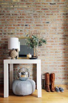 cegła na ścianie jako element dekoracji