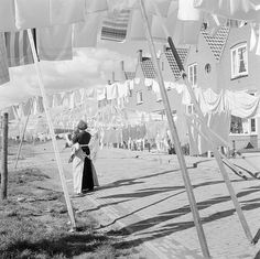 She's a rainbow — Laundry lines Volendam, The Netherlands 1959 - by. Vintage Pictures, Old Pictures, Old Photos, Laundry Lines, Vintage Laundry, Foto Art, Vintage Photographs, Netherlands, Past