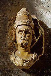 Clément VII -  A peine élu, Urbain VI se brouille avec les cardinaux d'Avignon en réduisant leur train de vie. Les membres du Sacré Collège, en majorité français, habitués aux fastes et aux intrigues de couloirs voient d'un très mauvais oeil ce pape moralisateur. Ils réussissent à convaincre Charles V de la non validité d'Urbain VI. Ceux-ci élisent Clément VII (1378-1394), qui n'ayant pu s'imposer en Italie s'installe à Avignon en 1379;