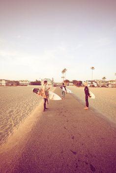 surfer bots <3 // #beachbum #planetblue