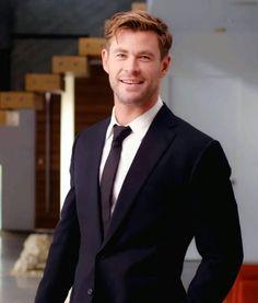 Snowwhite And The Huntsman, Hemsworth Brothers, Chris Hemsworth Thor, Australian Actors, People Magazine, Celebs, Celebrities, Male Face, Gorgeous Men