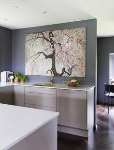 Luksuriøs stue med varme farger og eksklusive detaljer Kitchen, Table, Furniture, Design, Home Decor, Interiors, Lady, Cooking, Decoration Home