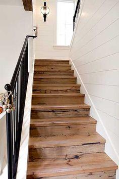 Un bel escalier relooké avec des palettes bois ! http://www.m-habitat.fr/escaliers/types-d-escaliers/l-escalier-droit-666_A