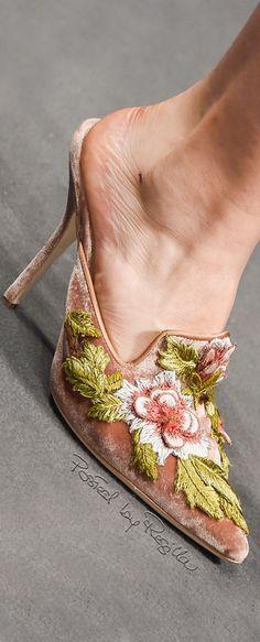 ~ Living a Beautiful Life ~ Regilla ⚜ Alberta Ferretti, Fall Chic Chic, Fab Shoes, Me Too Shoes, Shoe Boots, Shoe Bag, Stiletto Pumps, Alberta Ferretti, Beautiful Shoes, Beautiful Life
