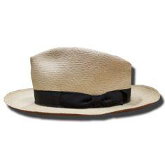 Sombrero de caballero Panamá de paja toquilla con cinta de grograin negra. Utilizado también por Sean Connery.