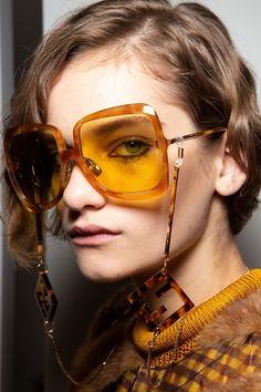 Fendi Spring 2020 Fashion Show Backstage Backstage. All the behind-the-scenes runway looks, models at the Fendi Spring 2020 Fashion Show Backstage. Diy Fashion, Fashion Show, Autumn Fashion, Fashion Outfits, Fashion Tips, Fashion Design, Fashion Trends, Latest Fashion, Sunnies