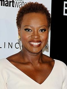At the ESSENCE Black Women in Hollywood event, Viola Davis debuted her newly cropped coif Zooey Deschanel, Cabello Zayn Malik, Tapered Natural Hair, Viola Davis, Natural Styles, Natural Hair Inspiration, The Hollywood Reporter, Natural Looks, Au Natural