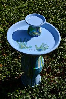 In Lieu of Preschool: DIY Pour Painted Terra Cotta Pot Bird Bath in Blues & Greens Anstelle der Vors Terra Cotta Bird Bath, Diy Bird Bath, Bird Houses Diy, Fairy Houses, Bird Theme, Garden Types, Daisy, Bird Pictures, Pour Painting