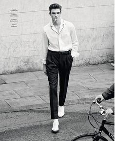 """Black and white and fine Guerrino Santulliana in """"Guerrino"""" by Daniel Riera for El Pais Icon Magazine - May 2015 Mode Masculine, Look Fashion, Mens Fashion, Fashion Boots, Fashion Rings, Winter Fashion, Look Rockabilly, Look Street Style, Male Fashion Trends"""