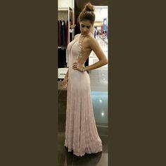 #upbodydress #vestidodefesta  Longo powerfull nude com transparência!! Poderoso até dizer chega #altoverao2016 #pontofinalmoda #ribeiraopreto #festa #moda #fashiontips #ribeiraopretofashion #lika #likafashion #likasummer2016 #vistalika