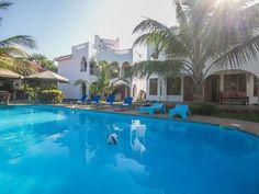 Diani Breeze Villas Ukunda Diani Breeze Villas is located in Ukunda, 600 metres from the beach. It features spacious units and a swimming pool surrounded by a garden. It has a bar and offers free parking.