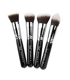 Introducing the new Sigmax brush line for high definition, flawless makeup application. The brushes in this collection feature exclusive Sigmax filament, specially designed to apply powder and liquid products without absorption into the fibers. The shape, density, and height of the filaments were carefully engineered to perfectly buff products onto the skin, resulting in a high definition effect