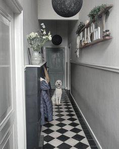#glambarbie #inspiratie #instagram #interieur #topGLAMBARBIE 106 Instagram Interieur inspiratie top 5 Hall Tiles, Tiled Hallway, Modern Hallway, Hallway Inspiration, Home Decor Inspiration, Victorian Terrace Hallway, Interior Design Living Room, Living Room Designs, Hallway Colours