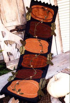 Autumn Pumpkin Wool Table Runner Pattern - Fall Pumpkins Primitve Pattern with Wool Applique -Pumpkins - Pumpkin Harvest - by SimplyUniqueBySheila on Etsy Motifs Applique Laine, Wool Applique Patterns, Felt Applique, Quilt Patterns, Felt Embroidery, Embroidery Ideas, Stitch Patterns, Primitive Patterns, Primitive Quilts