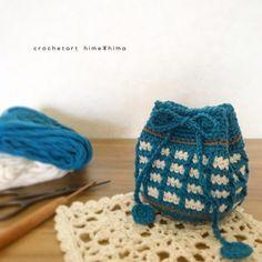 昨日、インスタには、既にワッフル編みの巾着の編み図をアップさせていただいたのですが、編んでくださった方、ありがとうございます。 himehima.hatenablog.com 編み図と簡単な説明をここにも載せておきます。 ワッフル編みの巾着 糸:トラッドコットン コットン100 針:3/0号かぎ針 サイズ:約 底7cm 高さ7cm 編み図 作り目はわから編む方法で細編み6目。 2段目から10段目までは、 各段6目ずつ増目し、10段目で1周60目にします。 11段目からは編み図が1部分だけですが、 1周編みますよ。 11段目と30段目は、 上の写真で、グレーの糸で編んでいるところです。 緑の細編…
