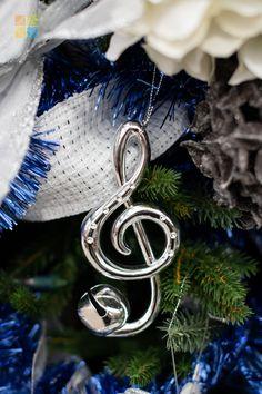 #whitechristmasdecor #bluechristmasdecor #silverchristmasdecor #musicnote #ornament #christmas #christmastime #christmasseason #christmasvibes #christmasspirit #christmasdecorating #christmasdecor #christmasdecorations #christmashome #christmasinspiration #christmasinspo #vermeersgardencentre