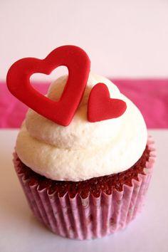 Top 10 Valentine's Day Cupcake Ideas, Valentines Day Food Ideas #valentines #cupcakes #day www.foodideasrecipes.com