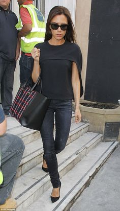 Victoria beckham Outfit All black Fashion Mode, Fashion Outfits, Womens Fashion, Style Fashion, Fashion Ideas, Vic Beckham, Victoria Beckham Style, Victoria Beckham Fashion, Victoria Beckham Handbags