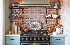 New York–based interior designer Jenny Wolf gives her client's dated small kitchen a serene, sophisticated makeover with a La Cornue oven and blue cabinets. City Kitchen Design, La Cornue, Cottage Kitchens, White Kitchens, Blue Cabinets, Love Home, Luxury Furniture, Kitchen Remodel, Kitchen Reno