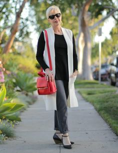neutrals with red Givenchy bag - une femme d'un certain âge