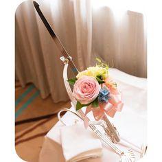 いいね!104件、コメント1件 ― yuriさん(@yuri_happynewlife)のInstagramアカウント: 「♡ケーキナイフ♡ お願いするか最後まで悩んだナイフ装花…✨ 写真を見ると頼んでよかった-⁽⁽٩(๑˃̶͈̀ ᗨ ˂̶͈́)۶⁾⁾ ケーキ周りのお花とおそろいです #パーフェクトウェディング …」