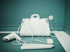 Sac range-câbles en forme de sac à main, présenté avec des câbles qui sortent.