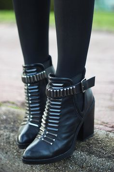 ☆ Rock 'n' Roll Style ☆ via etpourquoipascoline · HERO BOOTS.