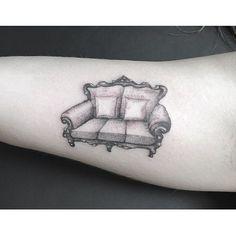✌️⚡️✌#singleneedle #fineline #tattoo #art #austin316 #lexingtontattoo #bleedbluetattoo #bbn #couch #blackamdgrey @bleed_blue_tattoo