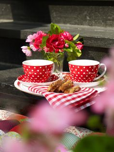 Tea Time- Love the red and white polka dots Coffee Time, Tea Time, Coffee Cups, Tea Cups, Morning Coffee, Coffee Mornings, Gd Morning, Friday Morning, Morning Breakfast